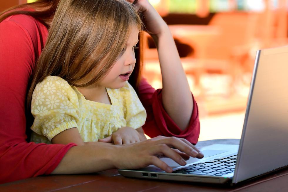 Smart-working e congedi, le nuove misure per i lavoratori genitori in caso di contagio dei figli